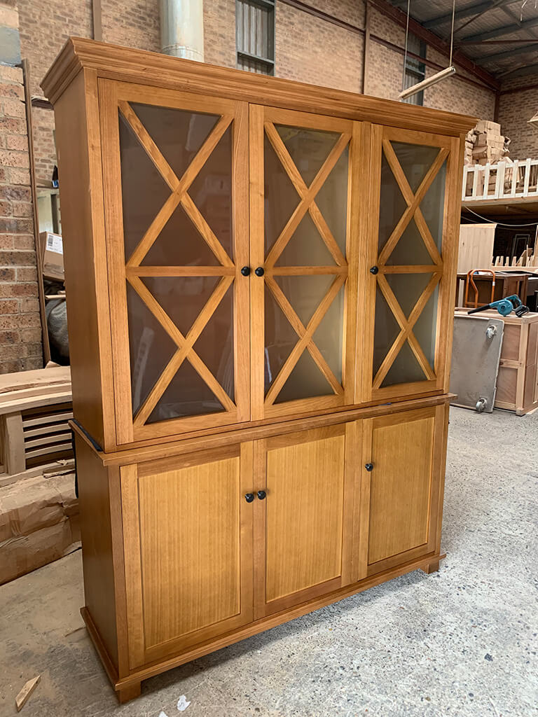 Tassie Oak Buffet and Hutch
