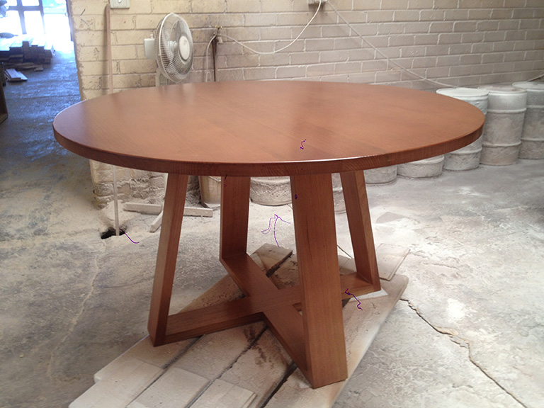 Tassie Oak Round Table